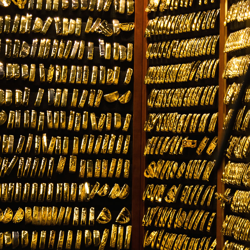 click to read about the history of the PING Gold Putters Vault