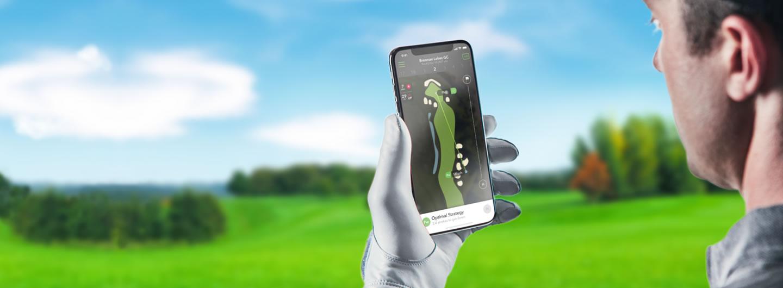 Golfer using Arccos App